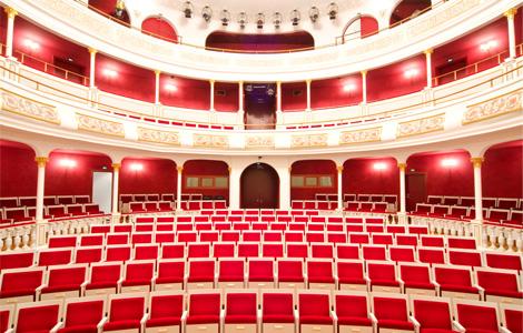 Sonntags um 16 Uhr im Stadttheater Aschaffenburg
