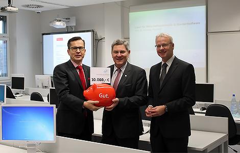 10.000 Euro für die praxisorientierte Ausbildung im Labor für Wirtschaftsinformatik an der Hochschule Aschaffenburg