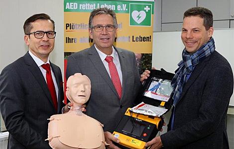 """Sparkasse unterstützt den Verein """"AED rettet Leben e.V."""""""
