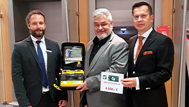 """Sparkasse unterstützt den Verein """"AED rettet Leben e. V."""""""