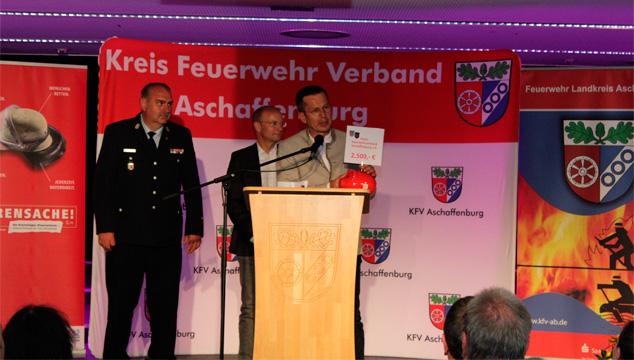Sparkasse unterstützt den  Kreisfeuerwehrverband Aschaffenburg e.V.