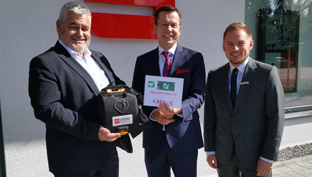 Sparkasse unterstützt den Verein  AED rettet Leben e. V.