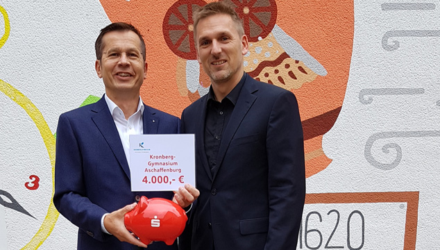 400 Jahre Kronberg-Gymnasium Aschaffenburg Sparkasse unterstützt die Aktivitäten im Jubiläumsjahr