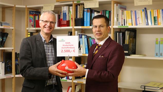 Sparkasse unterstützt das Städtische Kinderheim Aschaffenburg