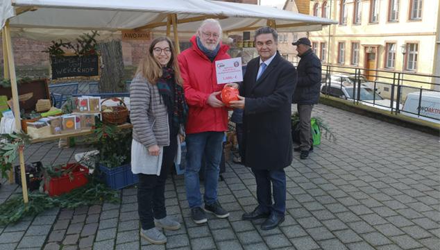 Bürgerstiftung der Stadt Aschaffenburg spendet 1.000 Euro für den Marktstand von AWO AKTIV Aschaffenburg